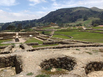 Ingapirca, largest ruins in Ecuador. They are from the 16th century, the Inca had conquered the Cañari, but eventually they lived together peacefully. Remnants from both can be seen here. The Cañari built temples in round and moon like shapes, the Incas had rectangular buildings. Both used lunar calendars and studied astrology